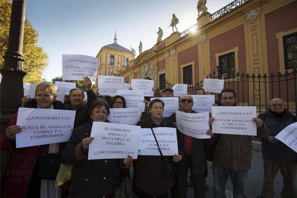 """Accesibilidad. """"El gobierno andaluz deja sin ayudas a más de 400 comunidades cordobesas"""""""