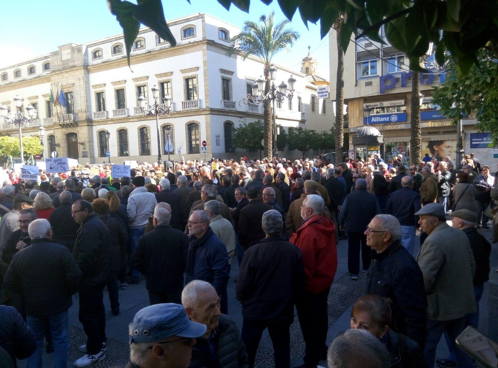 La ciudadanía toma las Tendillas y las calles del país en defensa de las pensiones públicas