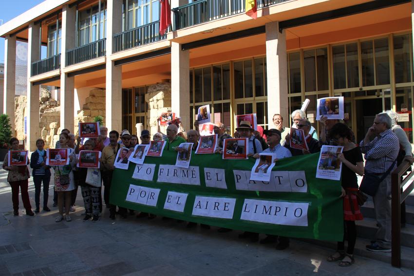 En el tercer aniversario de la firma del Pacto por el Aire Limpio, recuerdan a los grupos políticos su compromiso con la ciudadanía