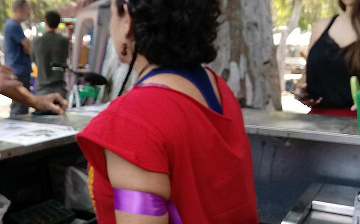 Los brazaletes morados registran casi 50 agresiones machistas en la pasada Feria