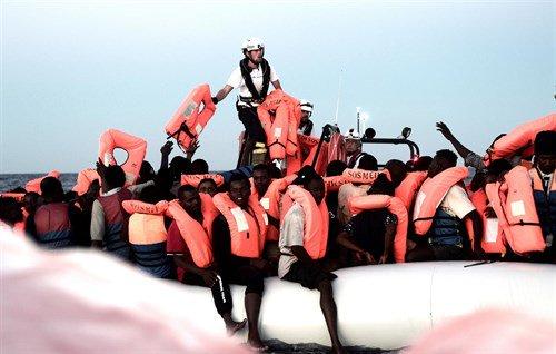 APDHA denuncia la grave vulneración del derecho internacional humanitario en el caso del buque Aquarius