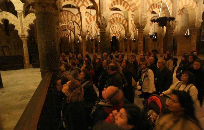La Plataforma Mezquita Catedral reclama un espectáculo nocturno riguroso con la historia y la identidad del monumento