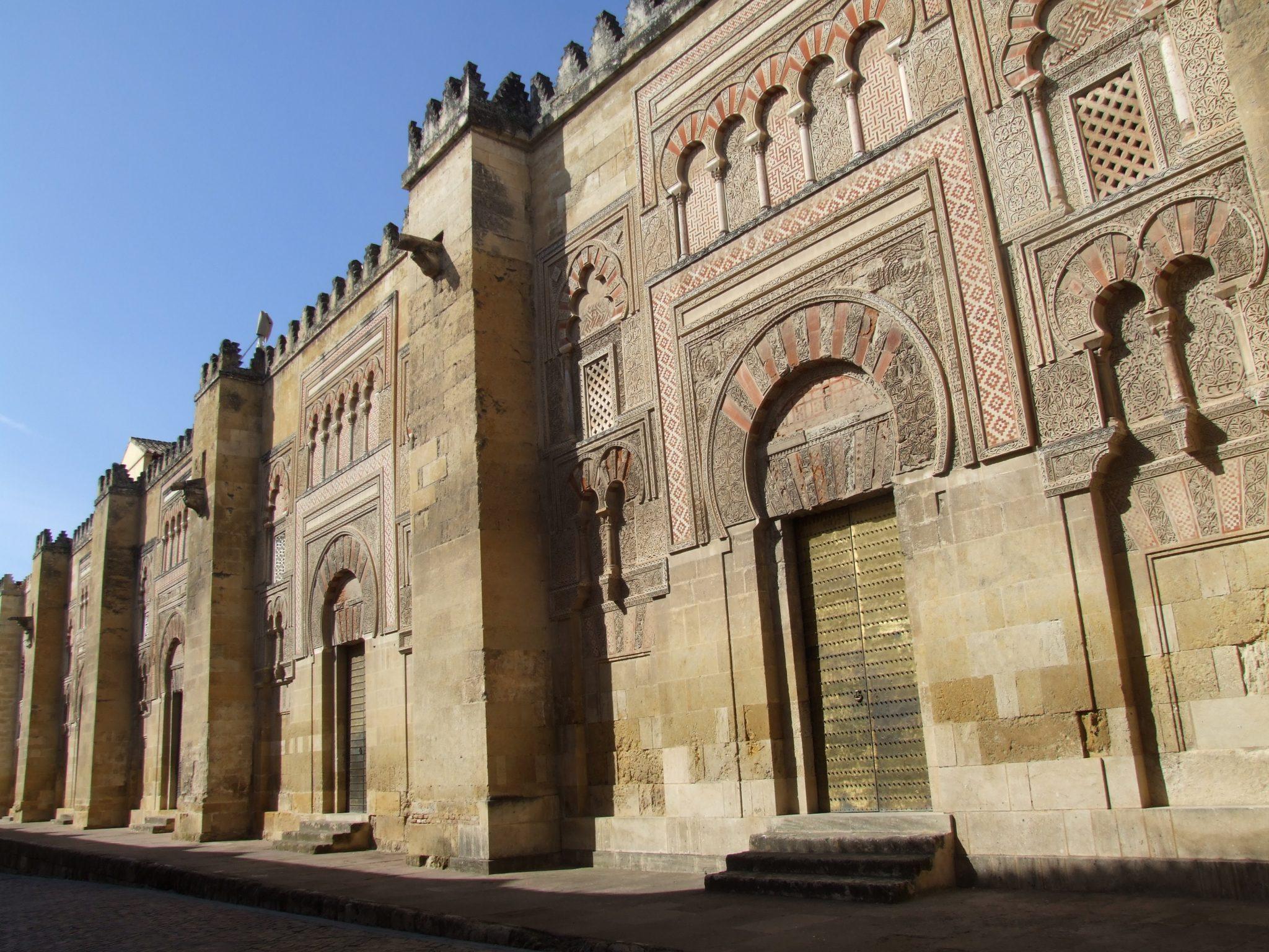Maíllo demanda al gobierno central invalidar las inmatriculaciones de la Iglesia