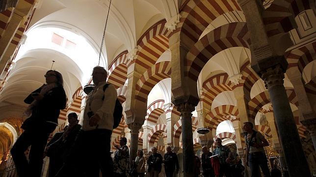 """IU se desmarca del """"acuerdo colaboración"""" que el Ayuntamiento ha firmado con el Cabildo por las visitas nocturnas a la Mezquita-Catedral"""