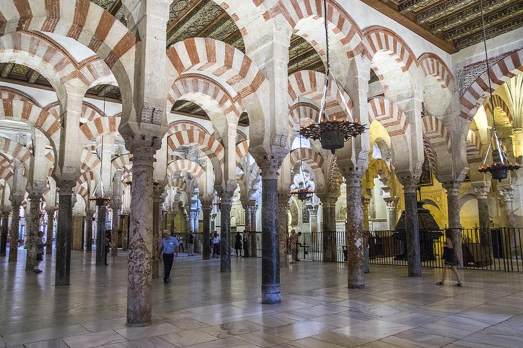 """Miguel Santiago, portavoz de la Plataforma Mezquita Catedral: """"proponemos  profesionalizar la dimensión turística y cultural del edificio"""""""
