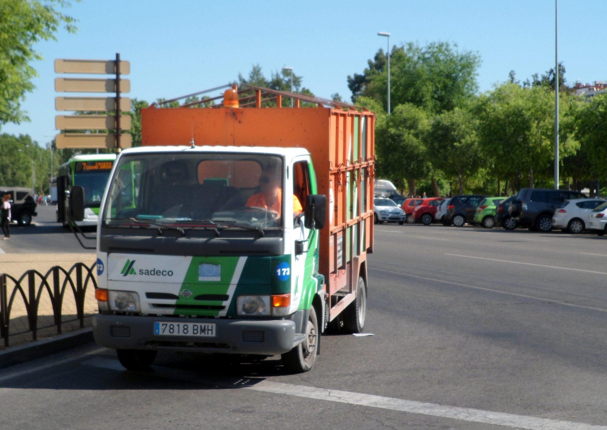 El Movimiento Ciudadano urge a Sadeco a mejorar el servicio de recogida de enseres