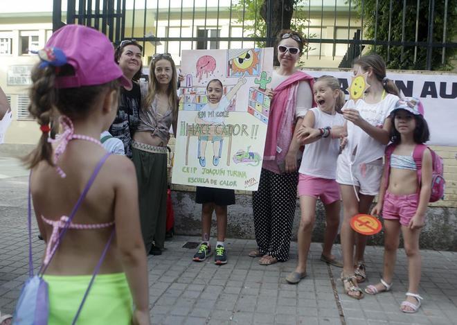 """La plataforma de AMPAs """"Niñ@s del Sur"""" manifiesta su indignación ante el desamparo que padecen los niños y las niñas en sus colegios por las altas temperaturas"""