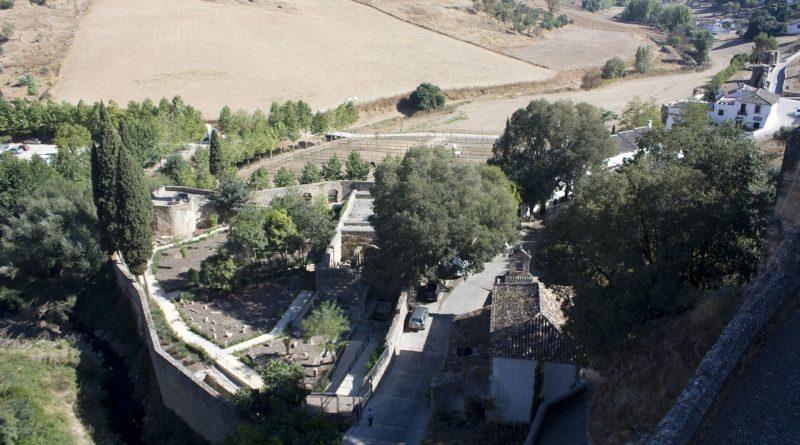 El temporal y la crecida del Arroyo de las Culebras se lleva por delante el muro de cierre de los Baños Árabes de Ronda