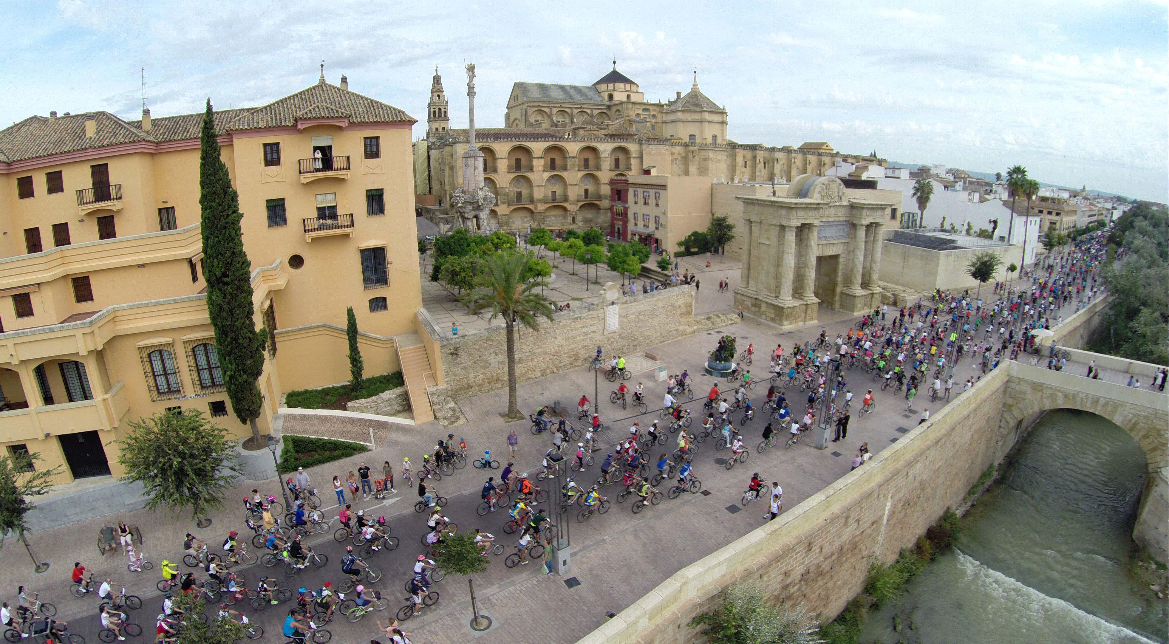 Pies, pedales, transporte público y ZBE para lograr ciudades sin emisiones.