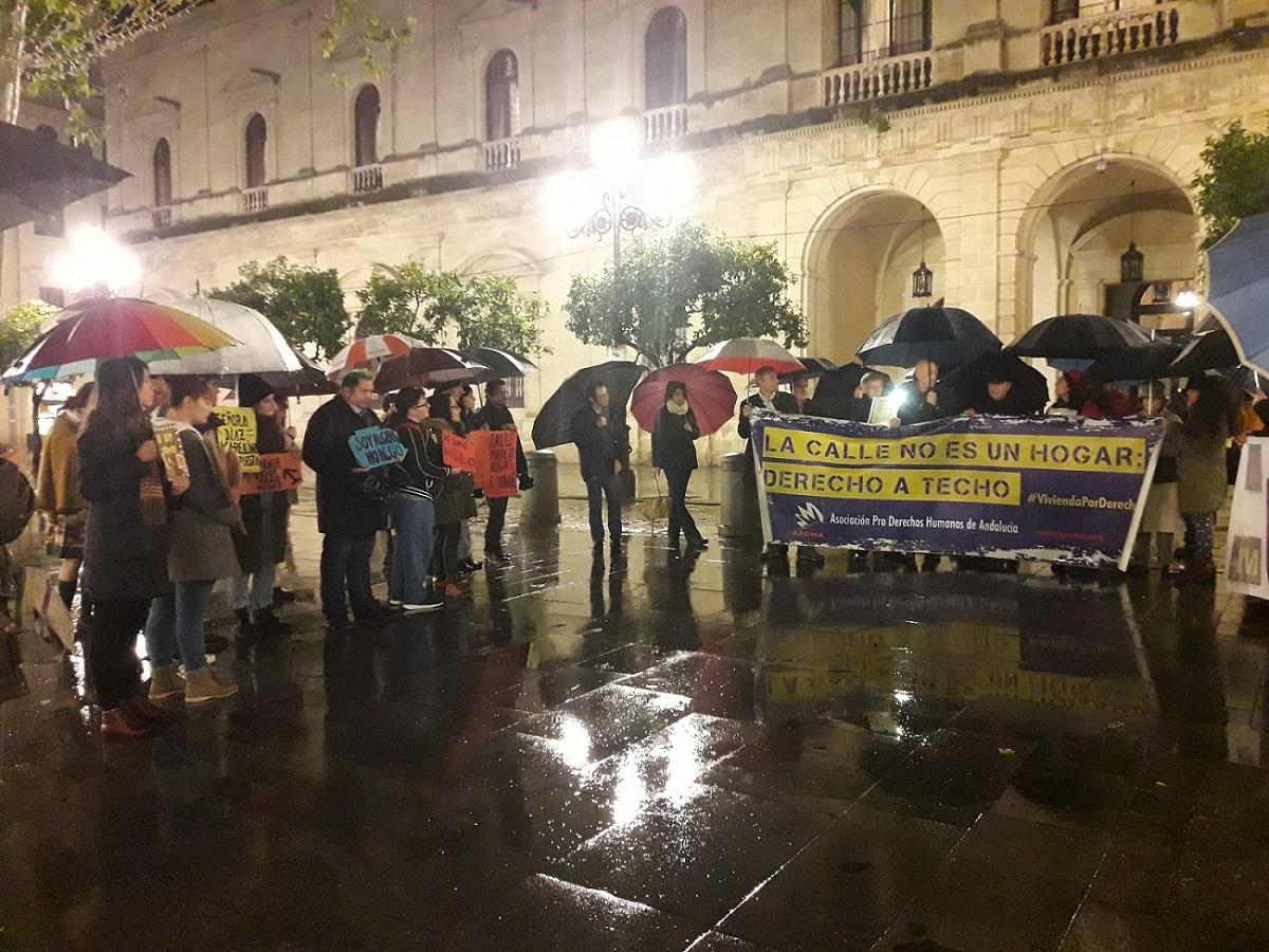 """APDHA: """"el Ayuntamiento de Sevilla se engaña a sí mismo en relación a las Personas Sin Hogar y sigue dando la espalda a la población más vulnerable"""""""