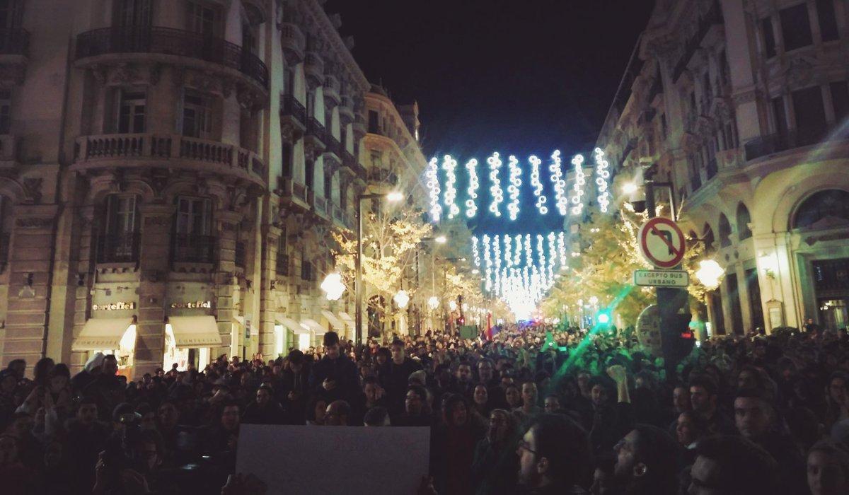 """Manifestaciones antifascistas en Sevilla, Málaga y Granada contra la llegada de Vox al Parlamento andaluz: """"no pasarán"""""""