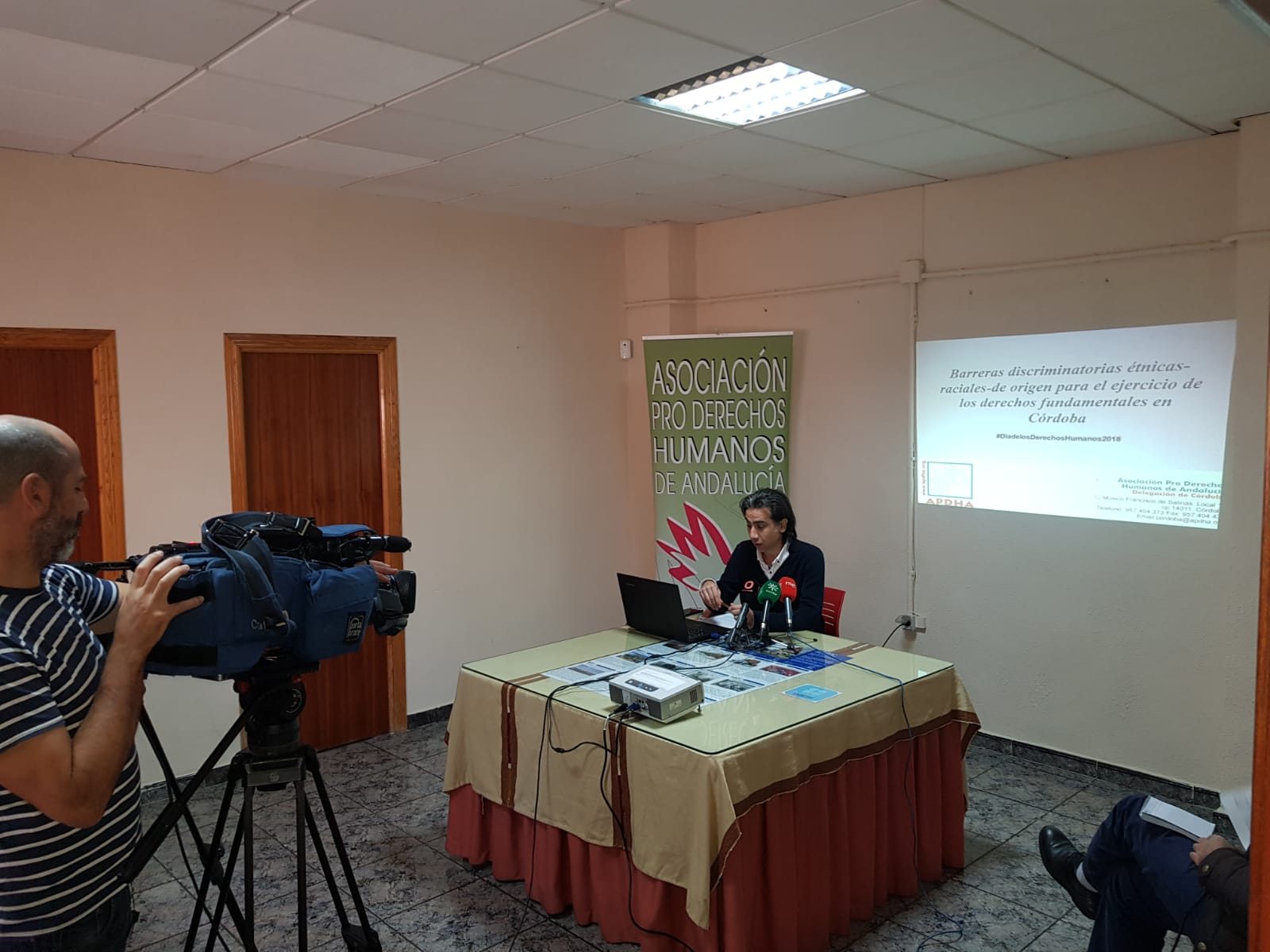 """APDHA presenta el avance del informe """"Barreras discriminatorias étnicas-raciales-de origen para el ejercicio de los derechos fundamentales en Córdoba"""" con motivo del día internacional de los Derechos Humanos"""