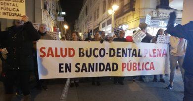 """Decenas de cordobeses se movilizaron """"por la inclusión de la salud buco dental plena en la sanidad pública"""""""
