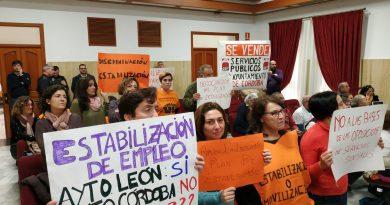 Trabajadoras sociales protestando
