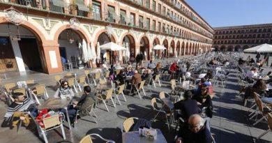 Urbanismo y Sadeco analizan que la empresa pública pudiera retirar elementos de las Terrazas que quedan depositados fuera de horario y los no autorizados