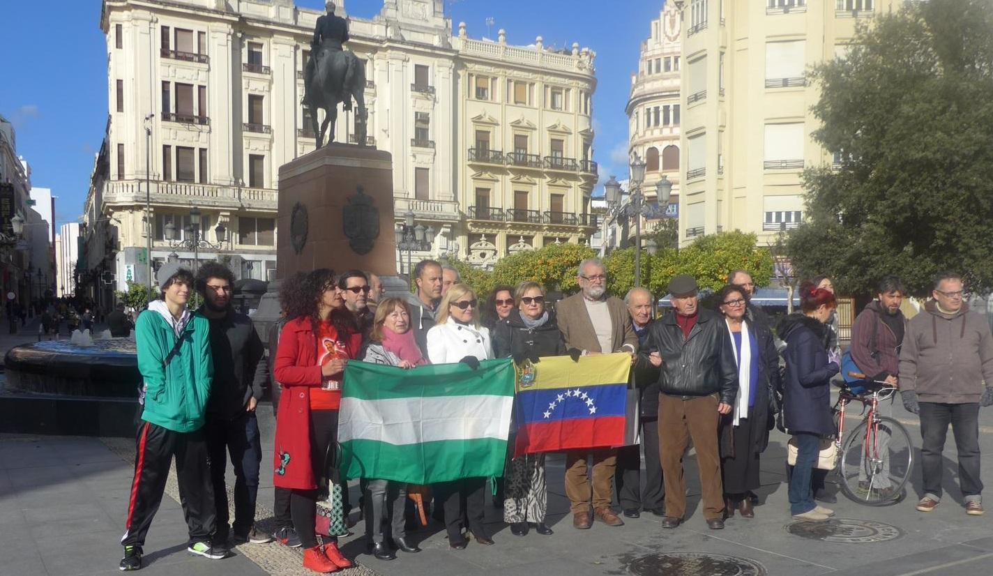 La Plataforma de Solidaridad con la República Bolivariana de Venezuela se concentró en las Tendillas contra el golpe de Estado en Venezuela