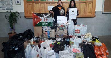 """La Asociación de amigos de las niñas y niños saharauis termina de recoger material en el IES """"La Fuensanta"""""""