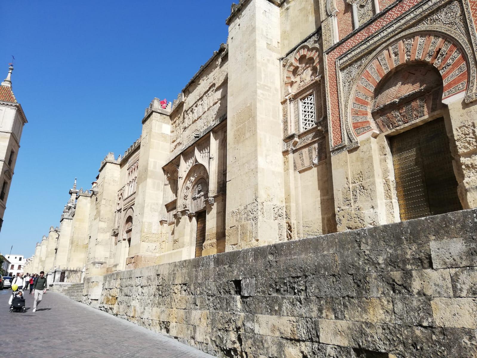 La Comisión del Casco Histórico se opone a la instalación de palcos en la Carrera Oficial de Semana Santa en el entorno de la Mezquita-Catedral