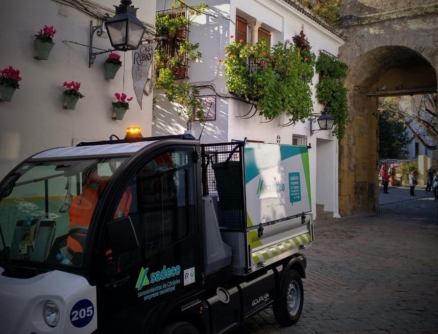 Un total de 2.843 personas aspiran a una de las 19 plazas de peón-limpiador de Sadeco