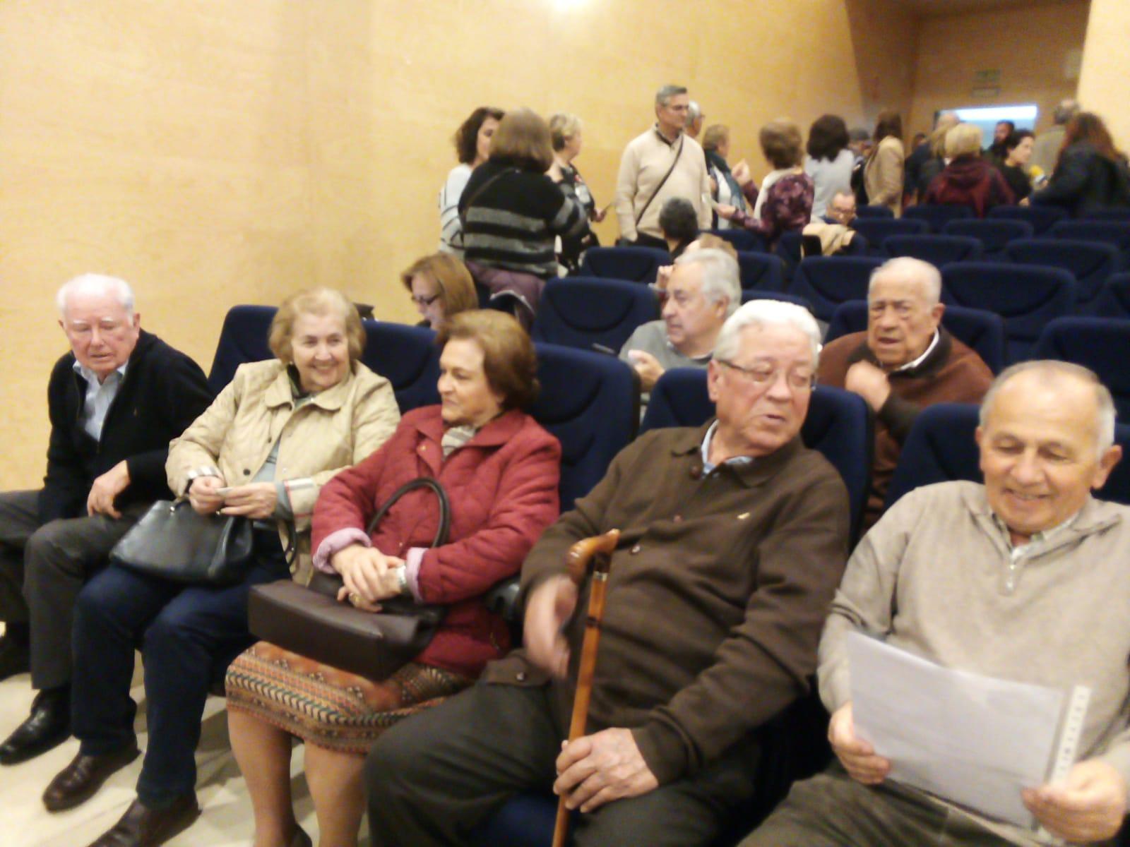 Familiares de víctimas del genocidio franquista en Córdoba llenaron el Centro Cívico de Poniente para ayudar con las identificaciones por ADN