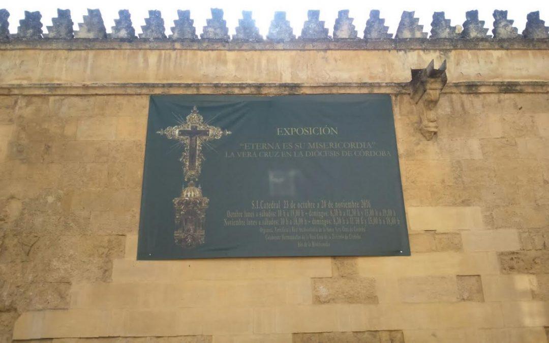 La Plataforma solicita que se actúe contra los carteles en los muros de la Mezquita Catedral con la misma contundencia que en la Puerta de Almodóvar