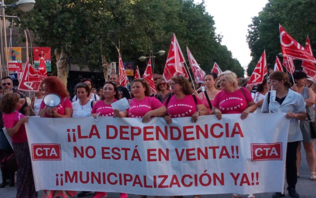 """Protesta """"musical"""" de las trabajadoras de ayuda a domicilio"""