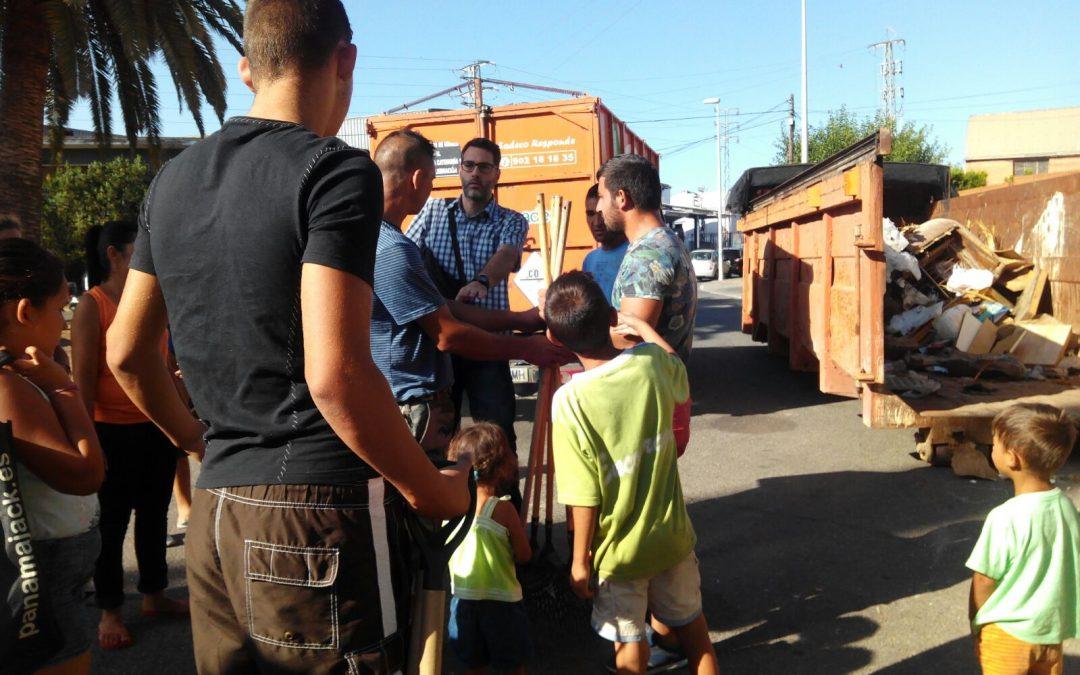 Un bocadillo, luz y agua para los niños y niñas de los asentamientos chabolistas de Córdoba
