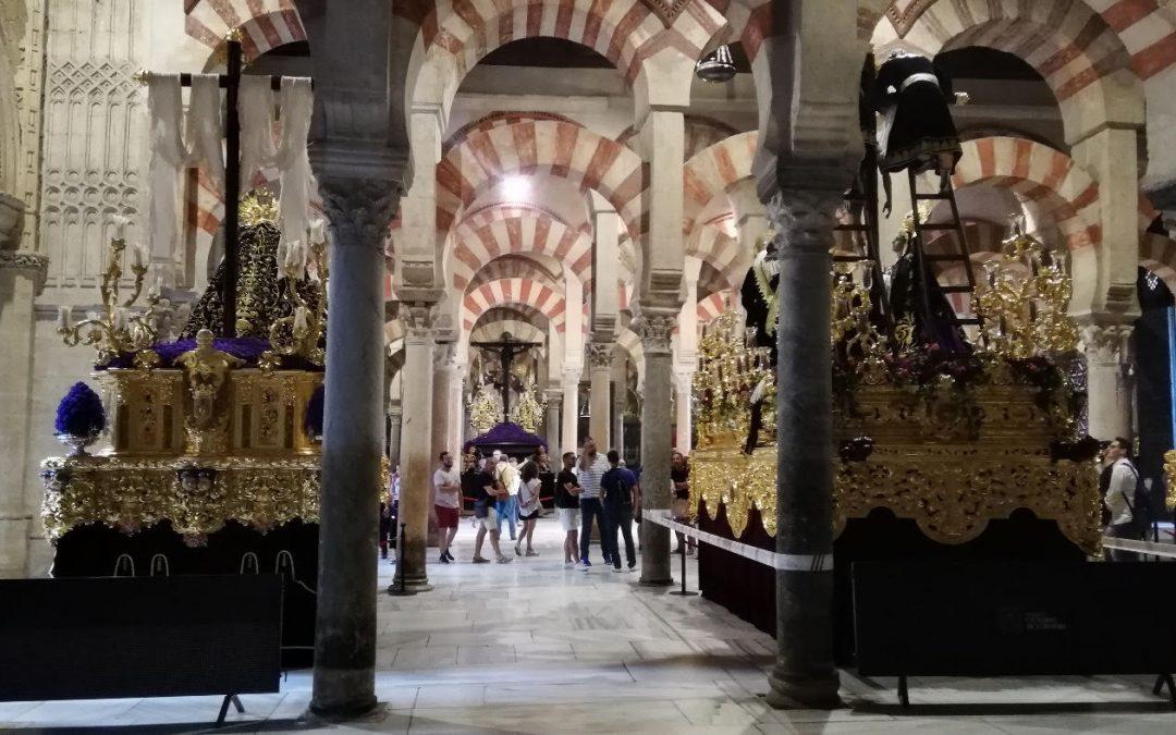 La Plataforma Mezquita-Catedral denuncia la invasión de la Mezquita con pasos de Semana Santa ante la pasividad de la Junta