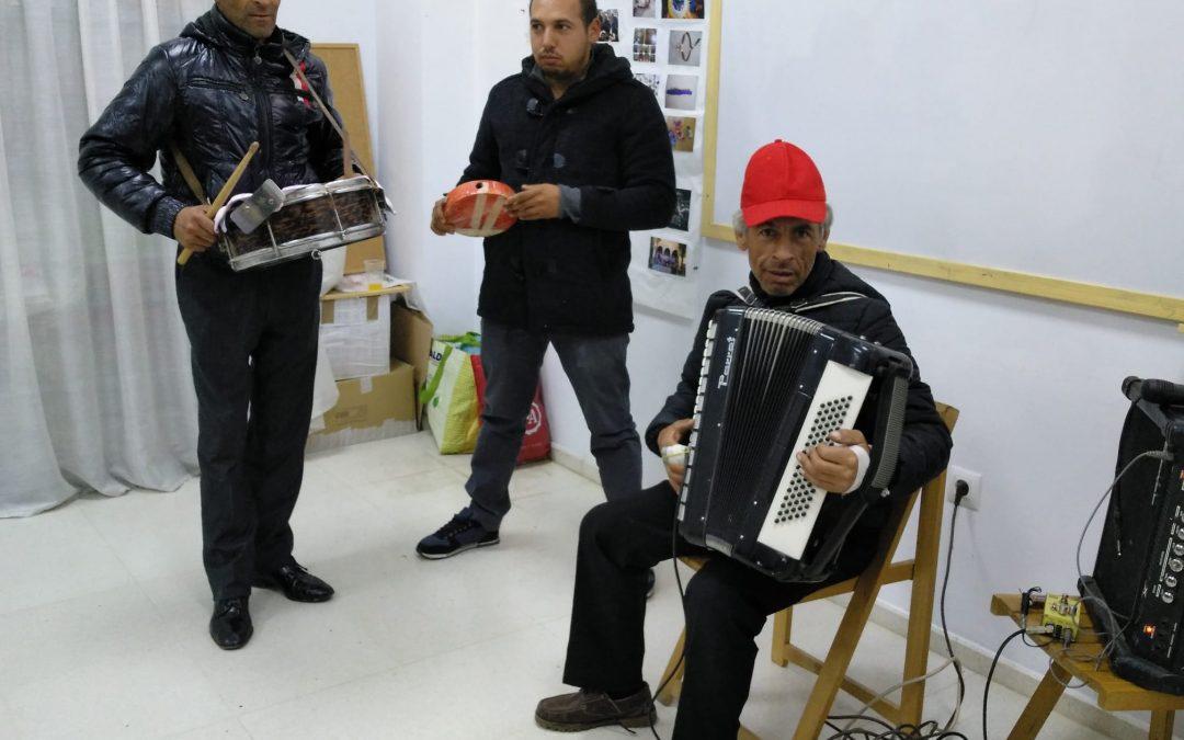 Con las familias romá celebrando la fiesta de Navidad