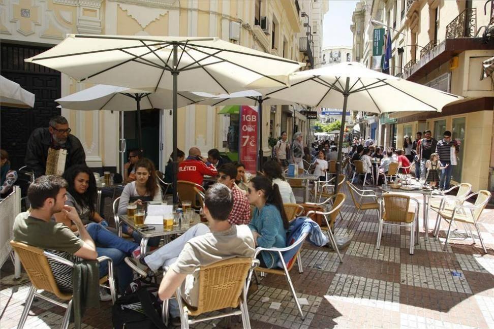 Al-Zahara en contra del decreto de la Junta que amplia el horario de los establecimientos hosteleros