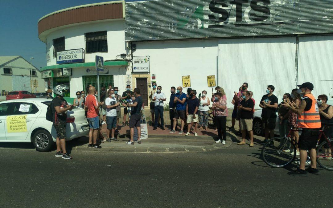 Los trabajadores de Suministros Técnicos del Sur se manifiestan por la ciudad en una caravana de coches