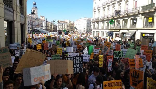 """Jóvenes preparan protesta climática bajo el lema """"no más promesas vacías"""""""