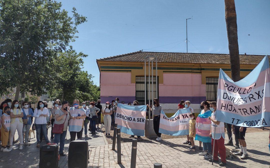 Concentración en La Calahorra en favor de la Ley Trans