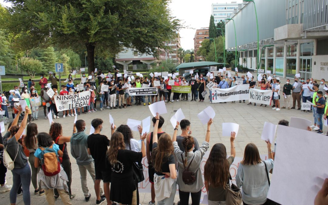 Personas extuteladas denuncian el año de olvido del gobierno en la Reforma del Reglamento de Extranjería