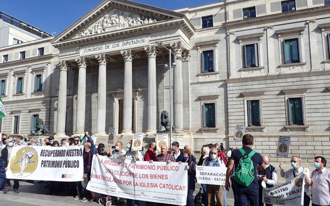 La protesta contra las inmatriculaciones de la iglesia católica llegaron al Congreso